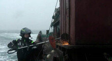 단속 해경 태우고 北으로 도주하던 불법조업 중국어선 나포