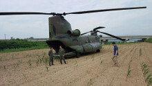 전북 임실 옥수수밭에 비상착륙한 군용 헬기