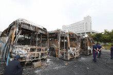 용인서 새벽에 버스 7대 전소… 경찰 현장조사