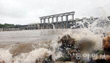 北 임진강 황강댐 기습방류… '큰 피해 없어'