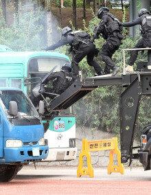 [화보] 테러범 진압하는 경찰특공대