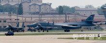 美 전폭기-핵항모 한국배치 검토…北 군사적 압박 본격화