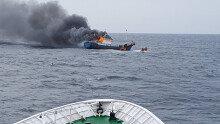 홍도 해상서 검문받던 불법조업 中어선 화재… 선원 3명 숨져