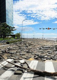 파도폭탄 맞은 마린시티… 영화 '해운대'가 현실로