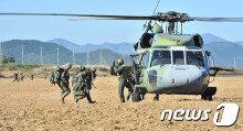 [화보] 헬기로 침투작전 펼치는 한미 해병대