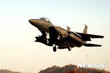 [화보] 비상 이·착륙 훈련하는 F-15K 전투기