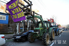 """서울로 상경하는 트랙터… """"촛불집회 동참"""""""