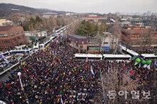 제6차 촛불시위…'청와대 100m 앞까지 진출'