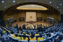 박근혜 대통령 탄핵안 가결 …찬성 234표 반대 56표