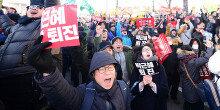 박근혜 대통령 탄핵안 가결에 환호하는 시민들