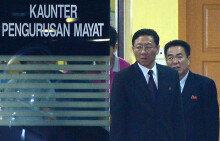 부검 참관 마친 뒤 병원 떠나는 강철 주말레이시아 북한 대사
