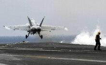 떠다니는 군사기지 '칼빈슨함'…대북압박 '위력시위'