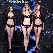 '란제리 패션쇼' 모델들의 치명적인 워킹