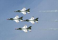 미 공군 특수비행팀 '썬더버드'(Thunderbirds) 아찔한 곡예비행