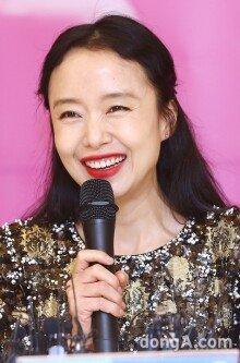 [화보]전도연 특별전 '특별한 그녀의 특별한 20주년'
