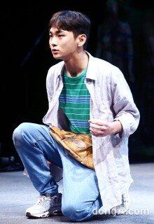샤이니 키 '연극무대에서 색다른 모습'