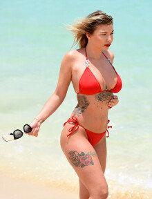올리비아 버클랜드, 빨간색 비키니 입고 '섹시한' 몸매 자랑
