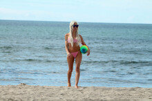 프렌치 모건, 해변에서 '섹시한' 공놀이