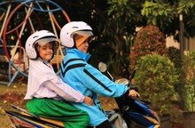 무슬림 여성이 운전하는 오토바이 택시 열풍