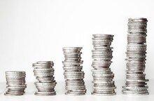 고령자-기초수급자 등 취약계층, 2월부터 연체 은행빚 없애준다