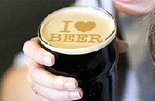 거품에 글씨, 맥주 위에 새겨 봤더니… 비어아트!