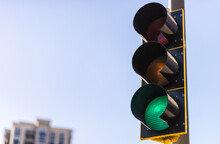 포드 CEO가 임원 회의에 '신호등' 평가 방식을 도입한 이유