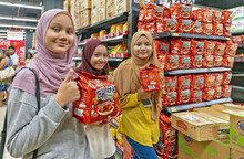 2400조 할랄 푸드 시장 잡으려는 韓 기업들...한국 라면업계 판도는 이슬람 시장이 가른다