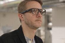 """""""일반 안경 아니야?""""…인텔, 망막에 집적 투사하는 '스마트 안경' 개발"""
