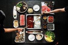 네일케어, 구두 닦기 해주는 中 식당…최고 레스토랑 되다