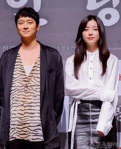 [종합] 열애설 의식 無…'인랑' 강동원-한효주, 나란히 서서 웃었다