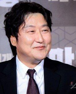 """[DA:현장] """"'마약왕' 배우들 덕분에 부담감↓"""" 연기왕 송강호의 고백 (종합)"""