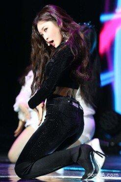 청하, 미니앨범 '오프셋' 발매 쇼케이스