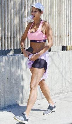 니콜 머피, 운동복으로 볼륨감 넘치는 몸매 뽐내