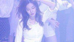 새색시 김소연, 클럽서 포착…무아지경
