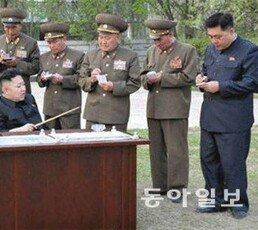 [주성하 기자의 서울과 평양사이]김정은 승용차 추월했던 사단장의 운명