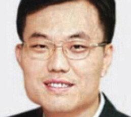 [배극인의 오늘과 내일]한국 경제, 한 방에 훅 간다