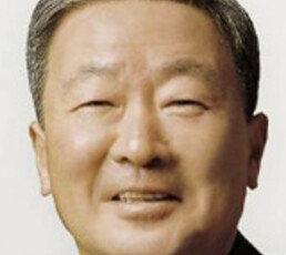 """""""철원 병사 부친 배려심에 감동"""" 구본무 회장, 사재로 1억 전달"""