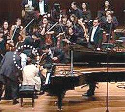[단독]공연중 쓰러져 심정지된 피아니스트…관객 응급처치-심장충격기가 살렸다