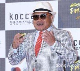 """호텔 투숙 목격자 """"김흥국, 이미 만취…내가 모시고 올라갔다"""""""