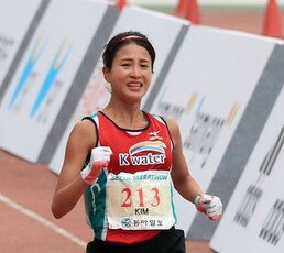 한국 마라톤 10년 이끌 샛별 김도연, 여자 마라톤 한국 신기록…2시간25분41초