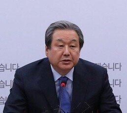 """김무성 """"토지 공개념 명시, 사회주의 색채 강한 내용까지 포함시키려 해"""""""