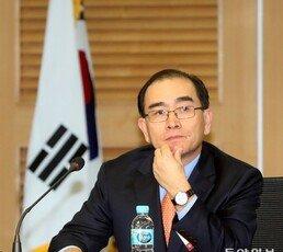 태영호, 김정은 체제 비판 자서전 출간 후 '국정원 연구소' 전격 사퇴