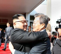 文대통령, 판문점서 김정은과 두 번째 남북회담