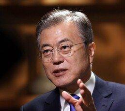 """文대통령 """"내가 북한 편? 前정부서 '통일 대박' 선전했던 분들이…"""""""