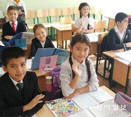 """'가나다' 공부하는 우즈베크 아이들 """"한국으로 유학 갈래요"""""""