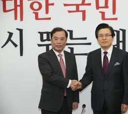 """황교안 """"대한민국 미래 보이지 않아…한국당이 시원한 답 드려야"""""""