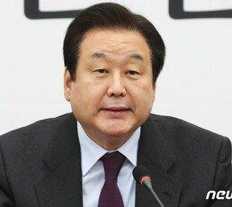 """김무성 """"朴탄핵 '40표' 사실아냐…박지원, 가벼운 입 다물라"""""""