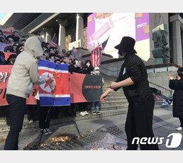 """""""주한미군 가라"""" """"철수 땐 남침""""…광화문서 마주한 친미·반미단체"""