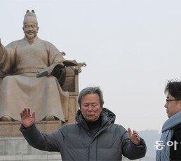 """[이진구 논설위원의 對話]""""세종대왕 동상 옮기면 흉물 돼… 차라리 없애 달라"""""""