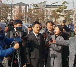 """김태우, 2차 검찰 출석…""""지금부터 국민께 보고하겠다"""""""